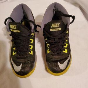 Boys Nike Devosion Basketball Shoes